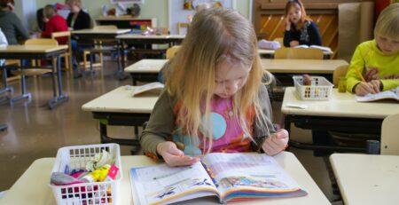 Zašto bi se djeca trebala služiti prstima na satu matematike