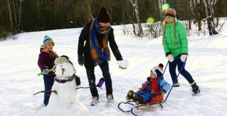 Pedijatri savjetuju: Izvedite djecu na zrak i kada je hladno i kad pada snijeg