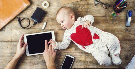 Trebamo li ograničiti korištenje pametnog telefona dok smo sa svojom bebom?