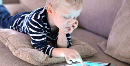 Djeca imaju problem s pravilnim držanjem olovke zbog pretjerane upotrebe mobilnih uređaja