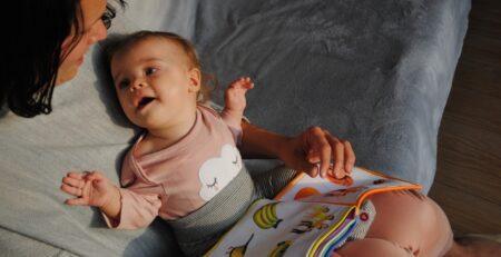 Kako najbolje iskoristiti čitanje naglas za razvoj bebina mozga