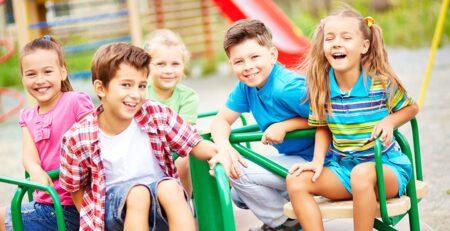 Sretna djeca uspješnija su u školi. Što možete učiniti za svoje dijete?