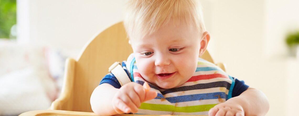 Beba jede sama – evo kako to izgleda