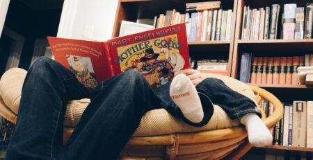 Priče za laku noć i zašto je dobro da ih tate čitaju