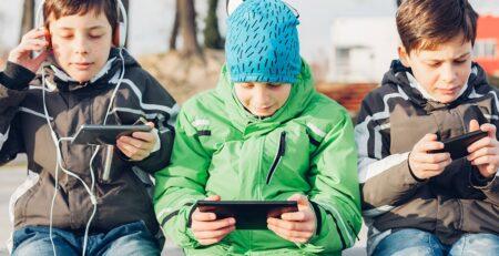 10 razloga zašto bi se mobilni uređaji trebali zabraniti djeci mlađoj od 12 godina